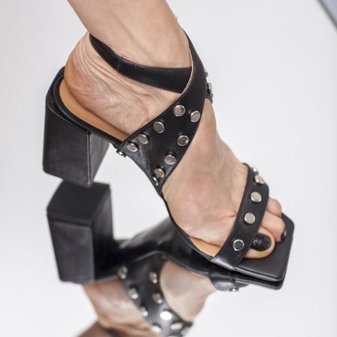 Czarny sandałek na obcasie,...