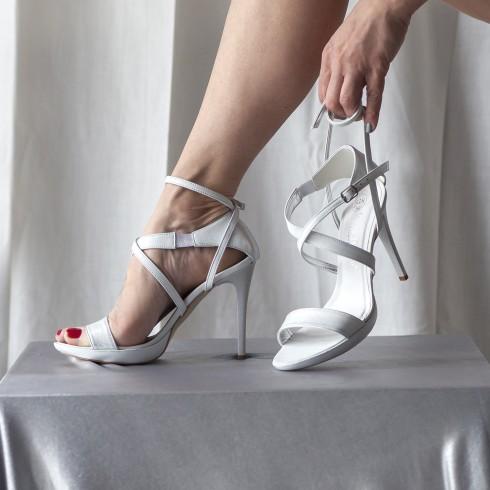 Sandałek w kolorze srebrnym...