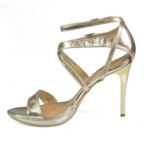 Sandałek w kolorze złotym...