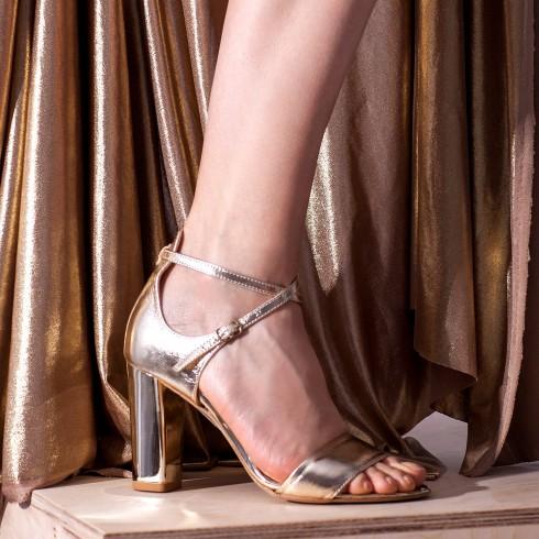 Złoty sandałek z paskami na...